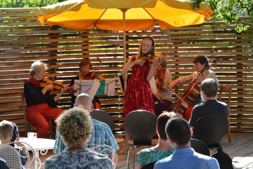 Die Geigenbühne isteröffnet